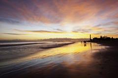 Playa Gran Canaria de la puesta del sol Fotos de archivo libres de regalías
