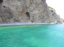 Playa griega en el mar jónico Foto de archivo libre de regalías