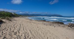 Playa hawaiana tropical hermosa Kaneohe, Oahu fotos de archivo
