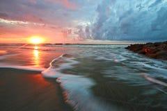 Playa hermosa Carolina del Sur de la locura de la salida del sol imagen de archivo libre de regalías