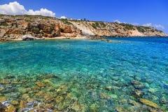 Playa hermosa con agua clara de la turquesa Isla de Crete, Grecia fotografía de archivo