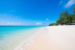 Playa hermosa de la isla de Mai Ton en Phuket Fotografía de archivo libre de regalías