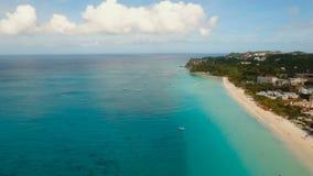 Playa hermosa de la visión aérea en la isla tropical Isla Filipinas de Boracay almacen de video