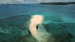 Playa hermosa de la visión aérea en la isla tropical Isla de Siargao, Filipinas almacen de metraje de vídeo