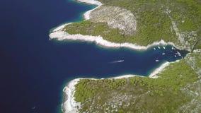 Playa hermosa de Stiniva almacen de metraje de vídeo