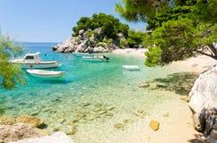 Playa hermosa en Brela en Makarska riviera, Dalmacia, Croacia Fotografía de archivo