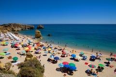Playa hermosa en el sao Rafael, en ALGARVE, PORTUGAL imagen de archivo