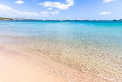 Playa hermosa en la isla de Sardegna, Italia Imagen de archivo