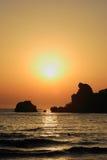 Playa hermosa en la puesta del sol Fotografía de archivo libre de regalías