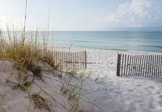Playa hermosa en la salida del sol Imágenes de archivo libres de regalías