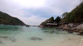 Playa hermosa en Racha Island, Phuket almacen de metraje de vídeo