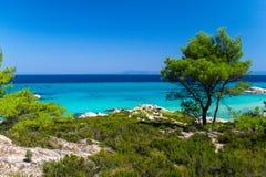Playa hermosa en Sentonia, Grecia, madrugada fotografía de archivo libre de regalías