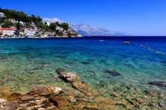 Playa hermosa y mar transparente de la turquesa Fotografía de archivo