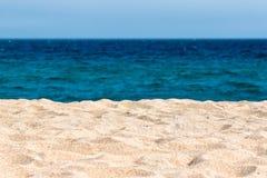 Playa idílica de la arena Fotografía de archivo libre de regalías