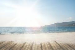 Playa ideal de la arena del loney de la playa del verano en el tiempo de vacaciones de verano Foto de archivo libre de regalías