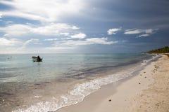Playa ideal en la República Dominicana imagen de archivo libre de regalías