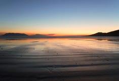 Playa irlandesa en la puesta del sol Imagen de archivo libre de regalías
