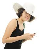 Playa joven adolescente con su teléfono Imagen de archivo