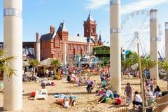 Playa 2017 justo de la bahía de Cardiff Imagenes de archivo