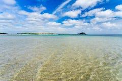 Playa larga Cornualles Inglaterra Reino Unido de la roca Imagenes de archivo