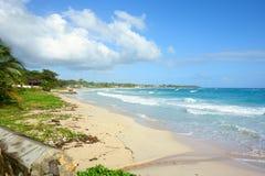 Playa larga de la bahía en Portland, Jamaica Imagenes de archivo