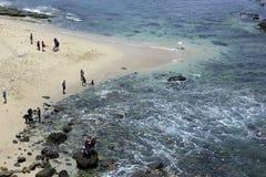 Playa local de Papuma de la visita de los turistas Foto de archivo libre de regalías