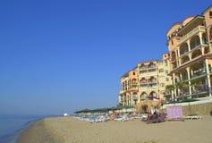 Playa lujosa del centro turístico de verano Foto de archivo libre de regalías
