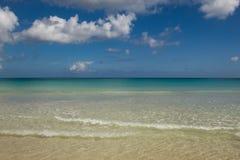 Playa Macao, Punta Cana, Repubblica dominicana: spiaggia pubblica di stupore, mare cristallino, paradiso tropicale; scenario mera fotografia stock libera da diritti