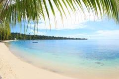 Playa Manokwari Papua de Pasir Putih imagen de archivo libre de regalías