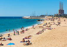 Playa mediterránea de la arena en Badalona Imagen de archivo