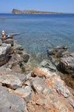 Playa mediterránea en Elounda crete Grecia imagenes de archivo