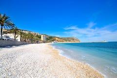 Playa mediterránea magnífica Imagenes de archivo