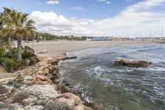Playa mediterránea, Roc San Gaieta, Roda de Bera, Costa Dorada, imágenes de archivo libres de regalías