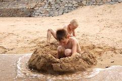 Playa-muchachos Imagenes de archivo