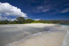 Playa negra abandonada de la arena Fotografía de archivo