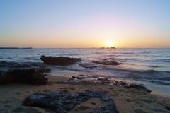 Playa negra de la roca, Vic Australia Foto de archivo