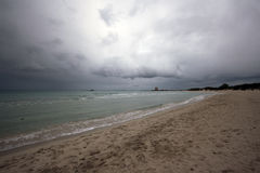 Playa nublada Imagen de archivo libre de regalías