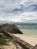Playa nublada Fotos de archivo