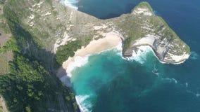 Playa Nusa Penida 4l aéreo a cámara lenta de Kelingking almacen de video