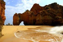 Playa ocultada de Algarve Imagen de archivo