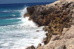Playa orilla rotura del mar de la costa Fotos de archivo