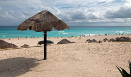 Playa pública de Playa Delfines en Cancun México Foto de archivo
