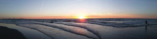 Playa Países Bajos de la puesta del sol Fotos de archivo libres de regalías