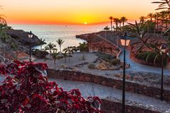 Playa Paraiso, Тенерифе, Канарские острова, Испания: Заход солнца на Playa Las Galgas стоковые фотографии rf