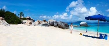 Playa perfecta de la imagen en el Caribe fotos de archivo