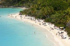 Playa poblada, nosotros Islas Vírgenes Fotografía de archivo libre de regalías