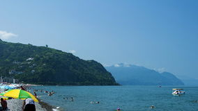 Playa por el mar fotos de archivo
