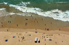 Playa principal del paraíso de las personas que practica surf - Queensland Australia Imágenes de archivo libres de regalías