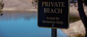Playa privada solamente para las huéspedes especiales imágenes de archivo libres de regalías