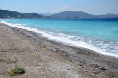 Playa que rodea la ciudad de Rodas Foto de archivo